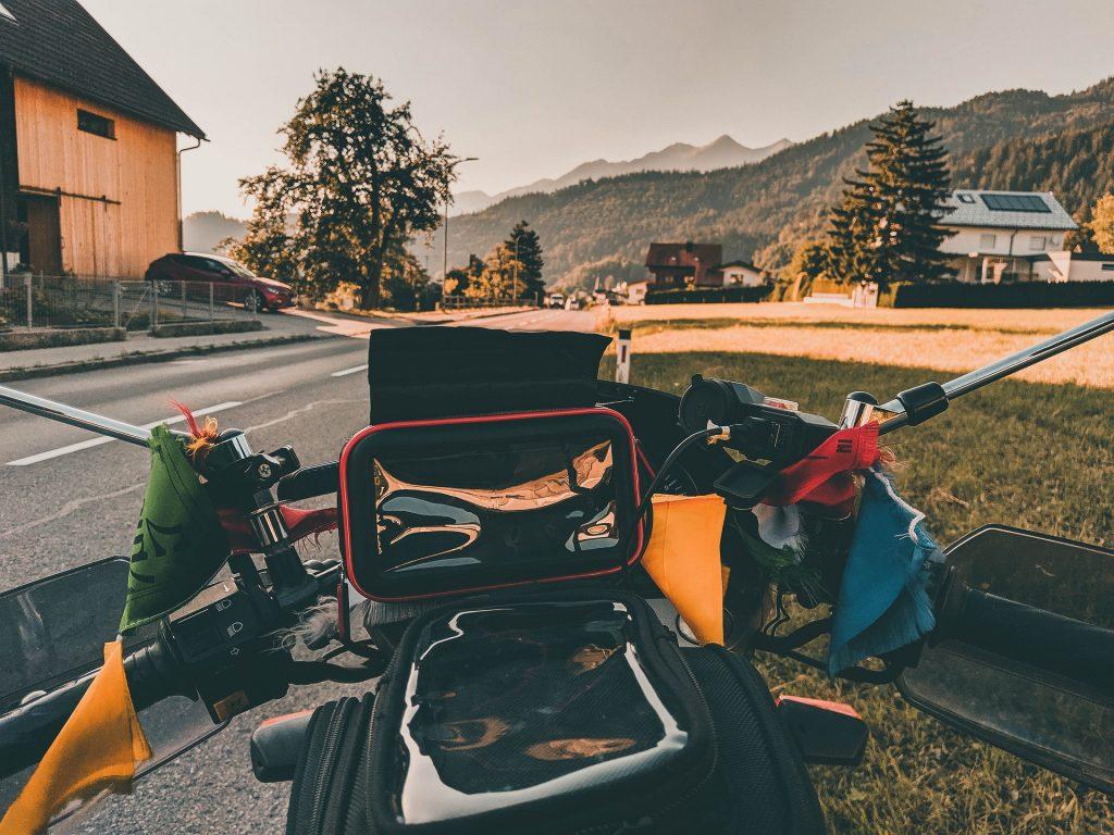 Moto-voyage-en-suisse